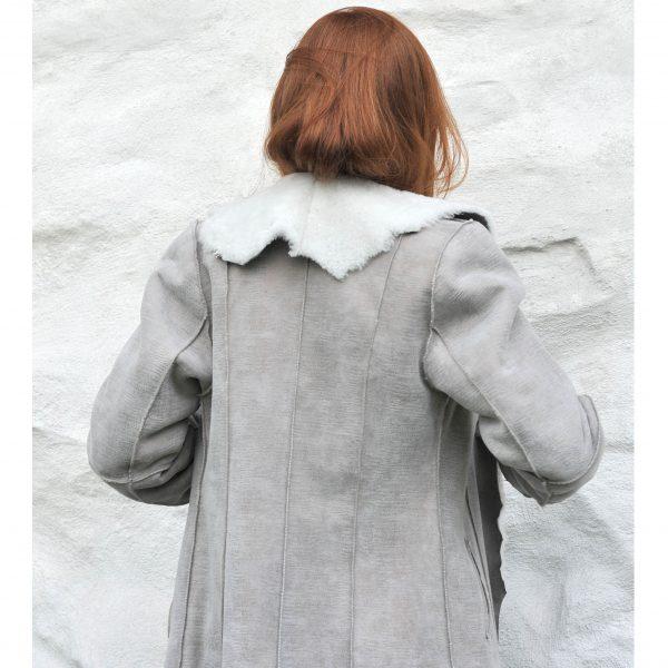 Merino lammeskinnskåpe lysgrå